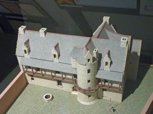 Bulat-Pestivien : Manoir de Bodilio, musée des manoirs bretons, maquette du manoir de La Touche Brondineuf (Plouguenast)