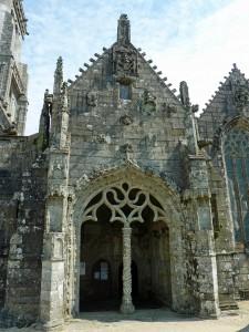 Bulat-Pestivien : L'église Notre-Dame, le porche sud