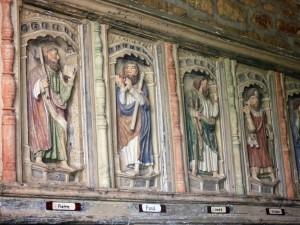 Maël-Pestivien : L'église Saint-Laurent, les Apôtres sous le porche sud